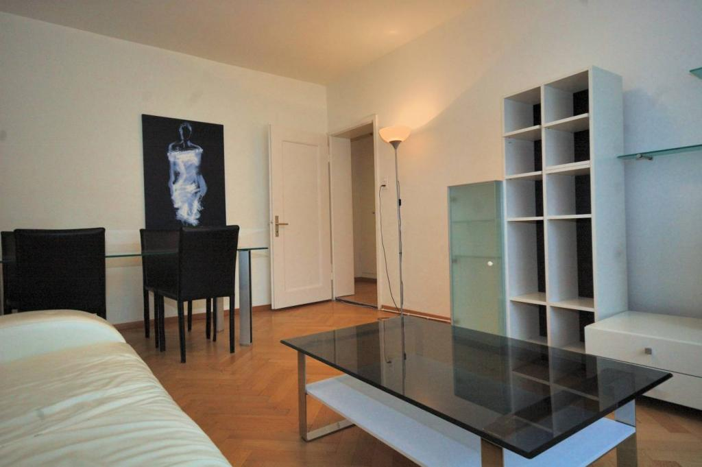 2 Room Apartment To rent at Mühlebachstrasse, 30 in Zürich - 6 Photos