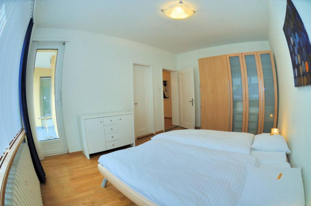 2 Room Apartment To rent at Mühlebachstrasse, 30 in Zürich - 9 Photos