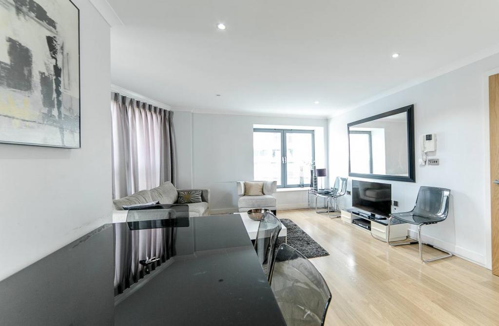 2 Room Apartment To rent in Zürich - 8 Photos