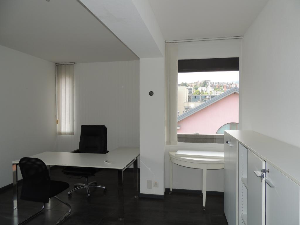Divided into rooms/areas To rent in Lugano - 2 Photos