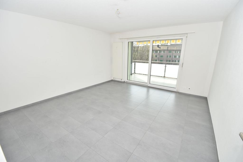2 Room Apartment To rent at Kornstrasse, 3 in Schwerzenbach - 5 Photos